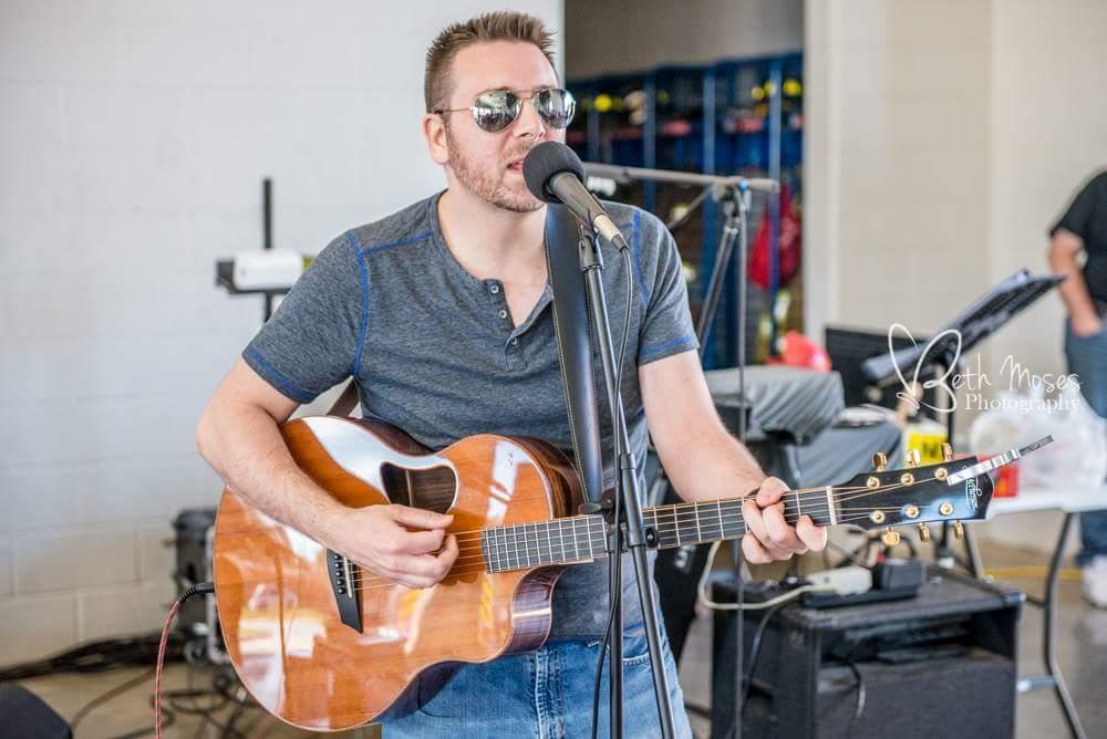 Dan Ennis performs live music on Lake Conroe